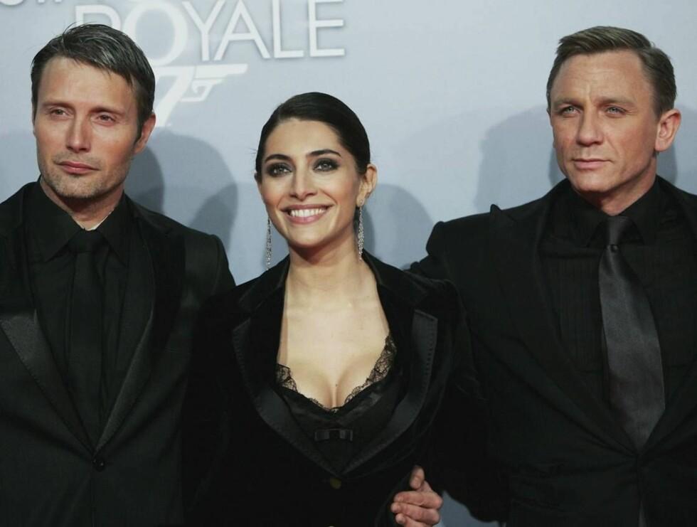 "PREMIEREKLARE: Mads Mikkelsen (t.v) med motspillerne Caterina Murino og Daniel Craig fra ""Casino Royale"". Foto: All Over Press"