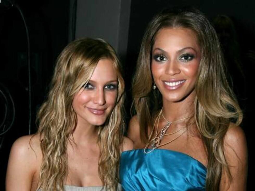 Sexy Ashlee Simpson og minst like sexy Beyoncé. Foto: AP/Scanpix