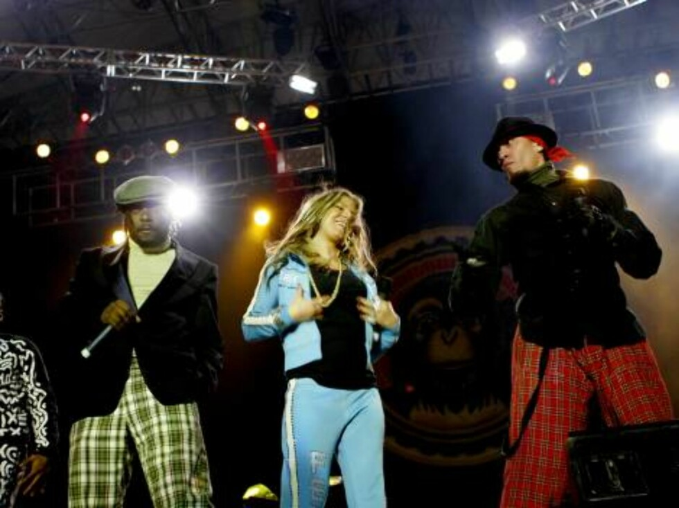 """Apl.de ap, Will.i.am, Fergie, and Taboo of The Black Eyed Peas perform during their """"Monkey Business"""" concert in San Jose, Costa Rica, Tuesday, Nov. 21, 2006.  The Black Eyed Peas were triple winners at the 2006 American Music Awards in Los Angeles on Tue Foto: AP/Scanpix"""