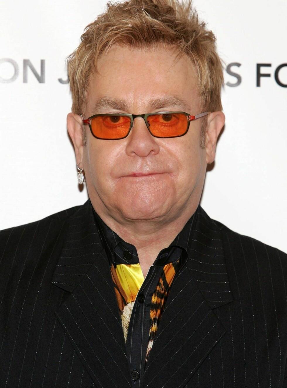 """INGEN SUPERROLLE: Elton må nok nøye seg med rollen som tilskuer når """"Superman: The Man of Steel"""" kommer på kino i 2009. Foto: All Over Press"""
