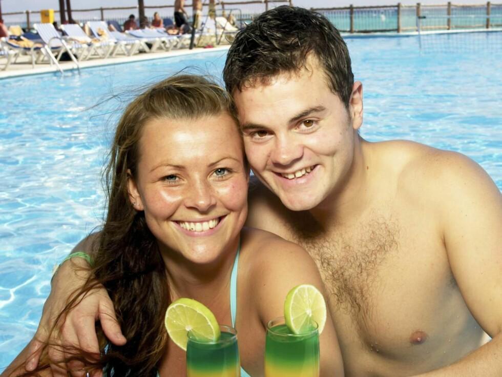 ROMANTISK: Med en drink på stranda var idyllen fullkommen for Harald og Silje i Mexico ... Foto: Geir Egil Skog