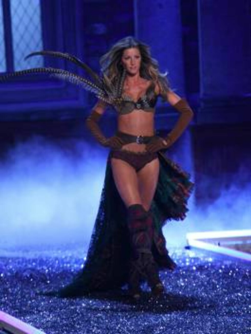 HOLLYWOOD 2006-11-16  Gisele Bundchen at the Victoria Secret's Fashion Show - Runway and Performance by Justin Timberlake, held at Kodak Theater.  Photo: Evans Ward/jpistudios  Code: 4036  COPYRIGHT STELLA PICTURES Foto: STELLA PICTURES