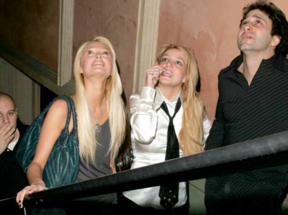 Paris and Britney partying  girls on the move in Las Vegas Nov 20, 2006 X17agency exclusive Foto: All Over Press