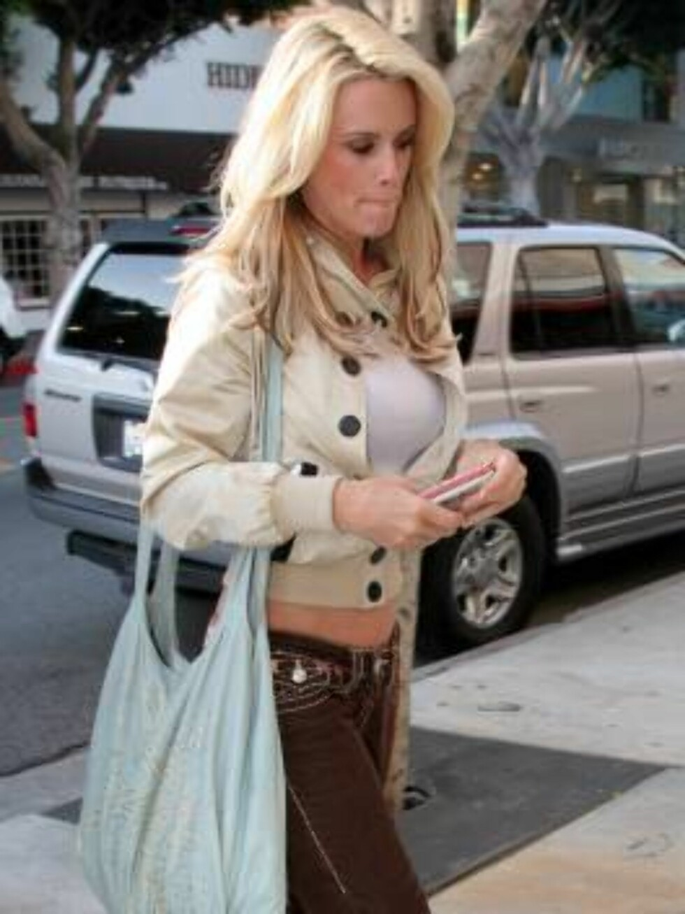 Jenny Mc Carthy wearing True Religion jeans outside of Newsroom cafe in West Hollywood. November 2, 2005 X17agency exclusive / ALL OVER PRESS Foto: All Over Press