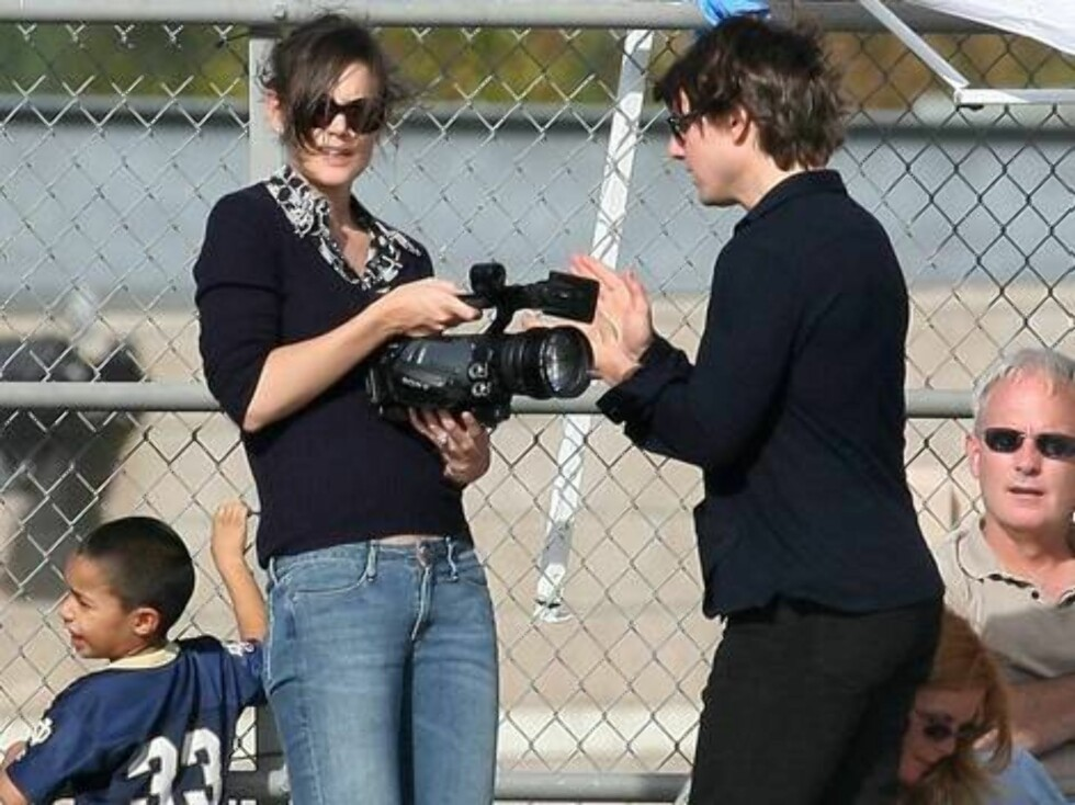 Tom Cruise and Katie Holmes cheering a week before their wedding as they came to support son Connor at football game in Los Angeles Nov 5, 2006 X17agency exclusive Foto: All Over Press