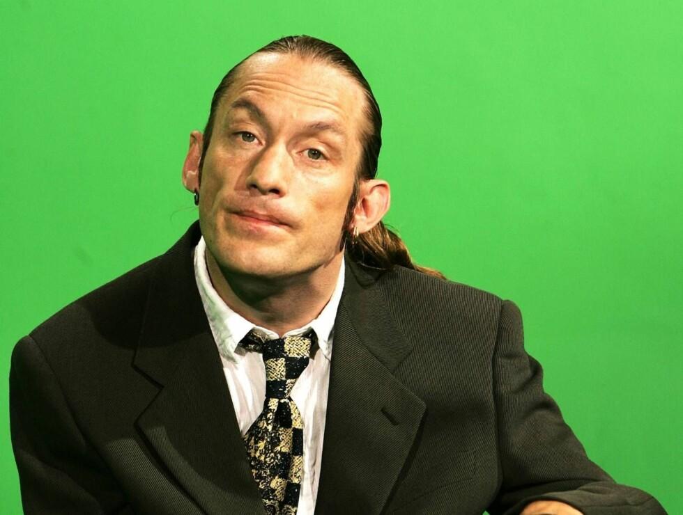 POPULÆR: Jesper har hatt ceberal parese siden fødselen, men ser ikke på det som noen hindring for komikerkarrieren. Foto: TV2