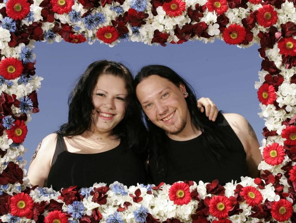 NYGIFTE: Elma Topalovic (20) og Kenneth Liliegren (24) jubler over å ha blitt ektefeller. Foto: Se og Hør, Espen Solli