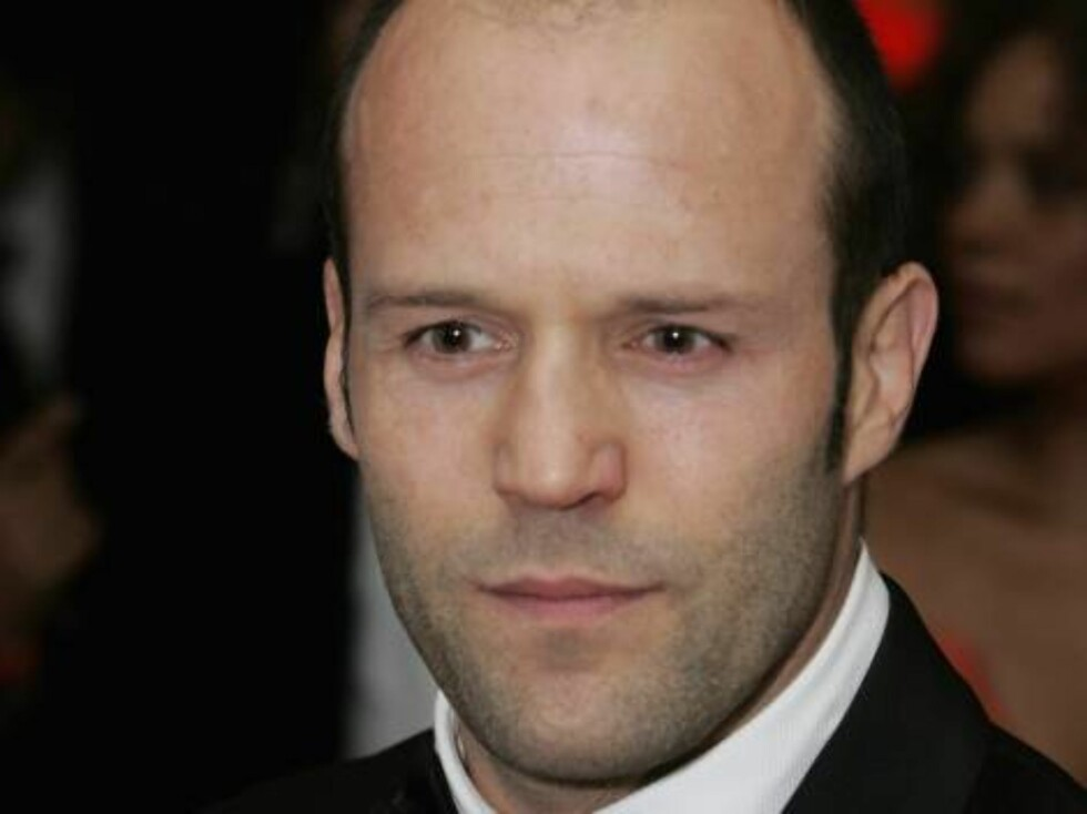 "LONDON - NOVEMBER 14:  (UK TABLOID NEWSPAPERS OUT) Actor Jason Statham attends the Royal Film Performance 2006 and World Premiere of the 21st James Bond movie, ""Casino Royale"", at the Odeon Leicester Square on November 14, 2006 in London, England. The eve Foto: All Over Press"