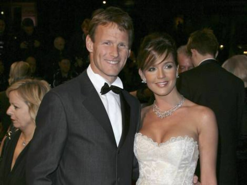 LONDON - NOVEMBER 14:  Football player Teddy Sheringham and former Miss Great Britain Danielle Lloyd attends the Royal Premiere for the 21st James Bond film 'Casino Royale' at the Odeon Leicester Square on November 14, 2006 in London.  (Photo by Gareth Ca Foto: All Over Press