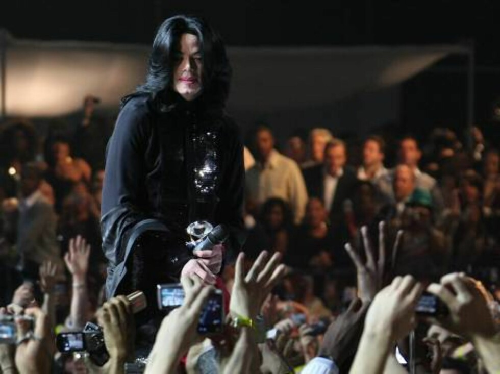 US singer Michael Jackson performs on stage during the 2006 World Music Awards at Earls Court in central London, UK on November 15, 2006.  (Pictured : Michael Jackson)  Photo by Frederic Nebinger/ABACAUSA  Code:4001/A34773 COPYRIGHT STELLA PICTURES   Foto: Stella Pictures