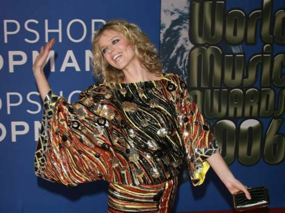 Eva Herzigova upon arrival for the 2006 World Music Awards at Earls Court in central London, UK on November 15, 2006.  (Pictured : Eva Herzigova)  Photo by Frederic Nebinger/ABACAUSA  Code:4001/A34770 COPYRIGHT STELLA PICTURES   Foto: Stella Pictures