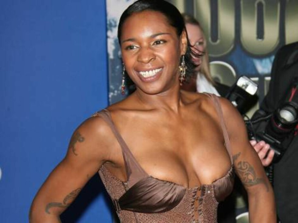 Sonique upon arrival for the 2006 World Music Awards at Earls Court in central London, UK on November 15, 2006.  (Pictured : Sonique)  Photo by Frederic Nebinger/ABACAUSA  Code:4001/A34770 COPYRIGHT STELLA PICTURES   Foto: Stella Pictures