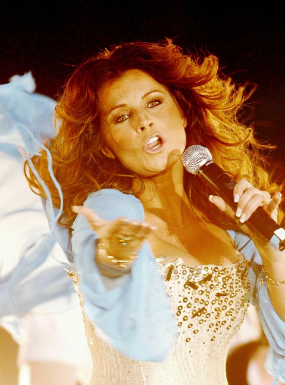 POMPØST: Med 16 karaoke-versjoner av Carolas største hits, er du sikret en god fest. Foto: Stella Pictures