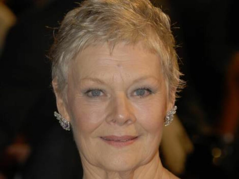 London 2006-11-14  Dame  Judy Dench  arriving at the world premiere of Casino Royale at The Odeon cinema,Leicester Square,London.Today 14/11/06  Code:4034/B192_097197  Photo: Starstock/Photoshot  COPYRIGHT STELLA PICTURES Foto: Stella Pictures