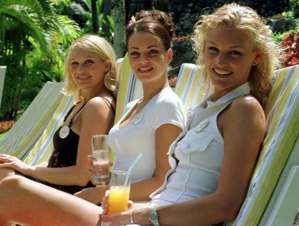 SEXY: Jessica (t.v) var Sveriges deltaker i Miss World 1998. Her er hun sammen med Finlands kandidat Maaret Nousiainen (midten) og vår egen Henriette Dankerstern. Foto: AP/Scanpix