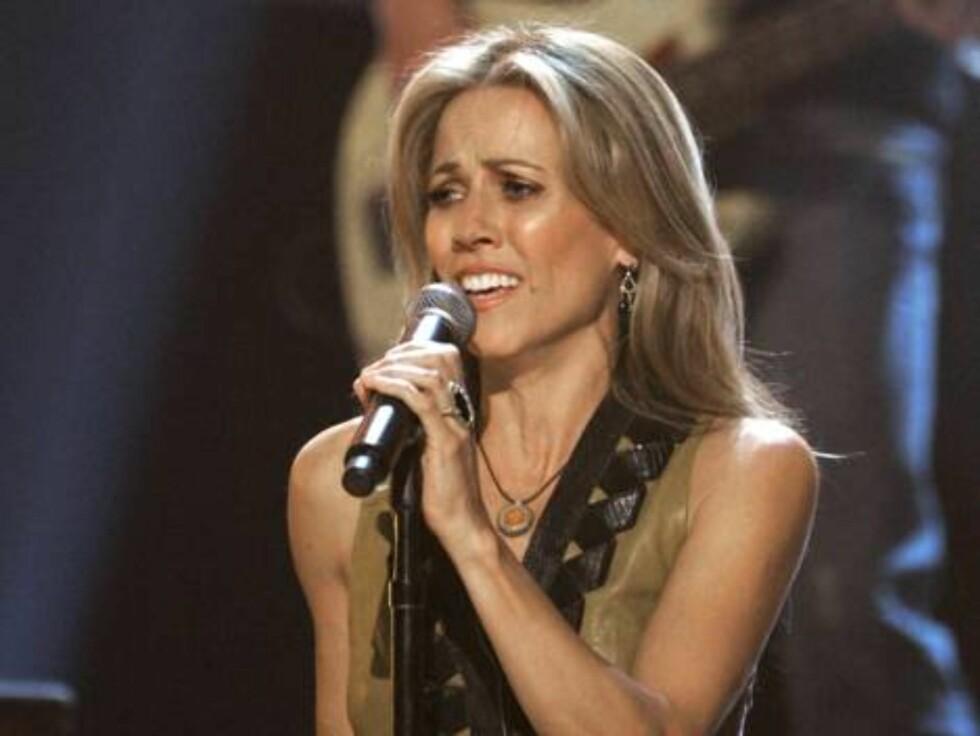 """Sheryl Crow - Sweet Child Of Mine """"Det er vanskelig å foresetille seg: En blond sangerinne synger Guns N' Roses... Det høres ikke bra ut ..."""" Foto: AP/Scanpix"""