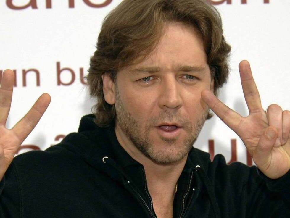"""MADRID, SPAIN - OCTOBER 04:  Actor Russell Crowe attends a photocall to promote his new movie """"A Good Year"""" on October 4, 2006 at Hotel Ritz in Madrid, Spain.  (Photo by Carlos Alvarez/Getty Images) *** Local Caption *** Russell Crowe  * SPECIAL INSTRUCTI Foto: All Over Press"""