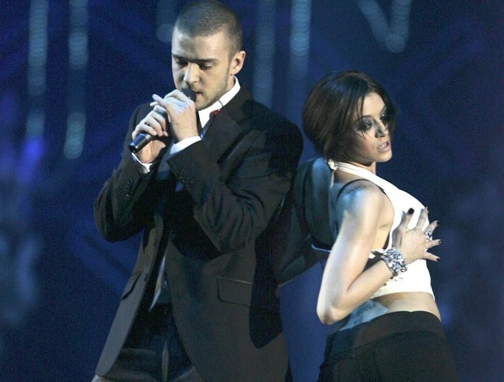 ÅPNET: Justin Timberlake åpnet showet med et forrykende dansenummer. Foto: All Over Press