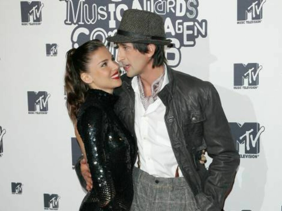 COPENHAGEN, DENMARK - NOVEMBER 02:  Actor Adrien Brody (R) with girlfriend model/actress Elsa Pataky arrive at the 13th annual MTV Europe Music Awards 2006 at the Bella Center on November 2, 2006 in Copenhagen, Denmark.  (Photo by Gareth Cattermole/Getty Foto: All Over Press