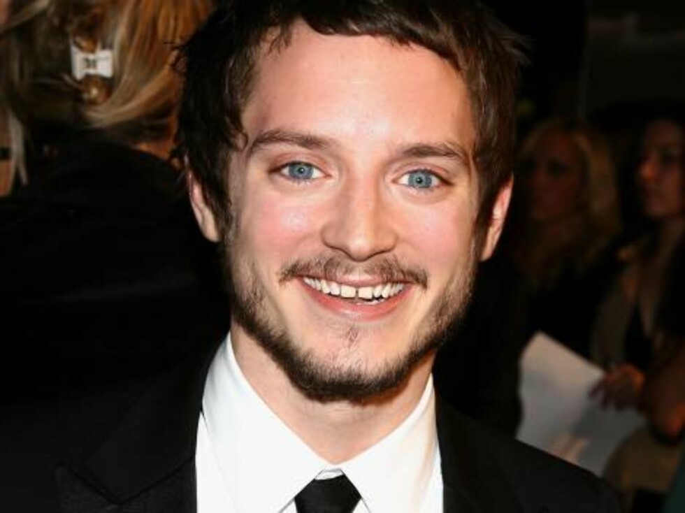 """HOLLYWOOD - NOVEMBER 01:  Actor Elijah Wood arrives at the AFI FEST presented by Audi opening night gala of """"Bobby"""" at the Grauman's Chinese Theatre on November 1, 2006 in Hollywood, California.  (Photo by Kevin Winter/Getty Images) *** Local Caption *** Foto: All Over Press"""