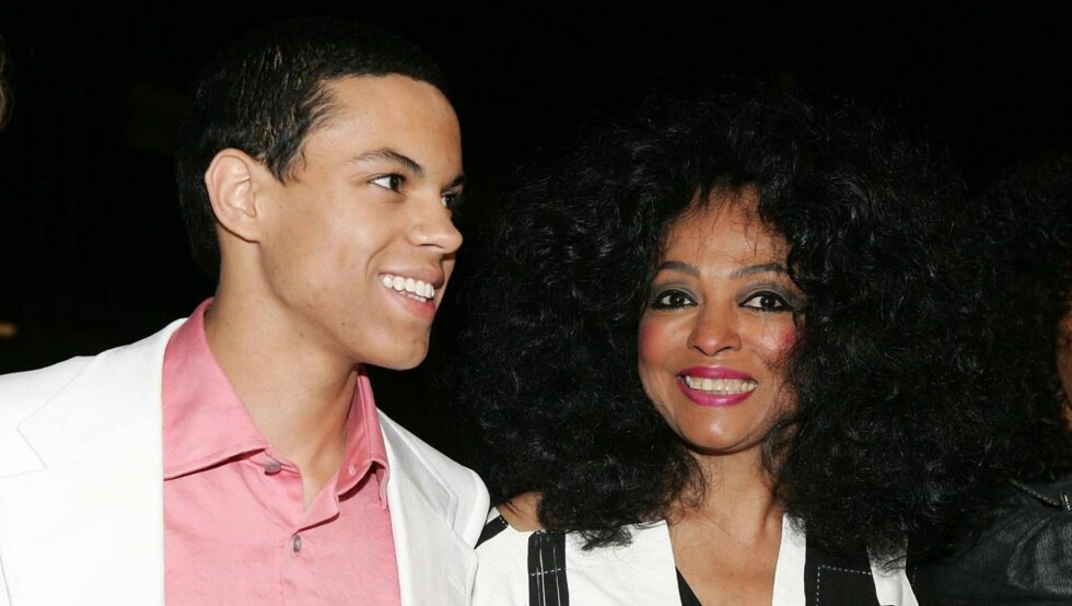 STOLT MAMMA: Diana Ross er tydelig stolt av sin kjekke sønn, Evan Olav. Foto: All Over Press
