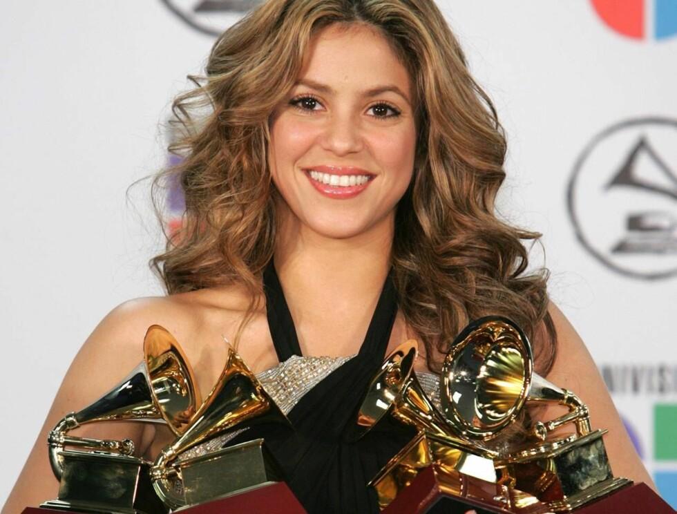 PRISDRYSS: Latinobaben Shakira stakk av med flest priser på Latin Grammy Awards i New York i går.  Foto: All Over Press