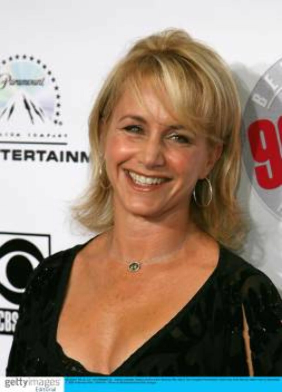 """BEVERLY HILLS, CA - NOVEMBER 03:  Actress Gabrielle Carteris arrives at the """"Beverly Hills, 90210 The Complete First Season"""" DVD Party at the Beverly Hilton Hotel on November 3, 2006 in Beverly Hillls, California.  (Photo by Michael Buckner/Getty Images) Foto: All Over Press"""