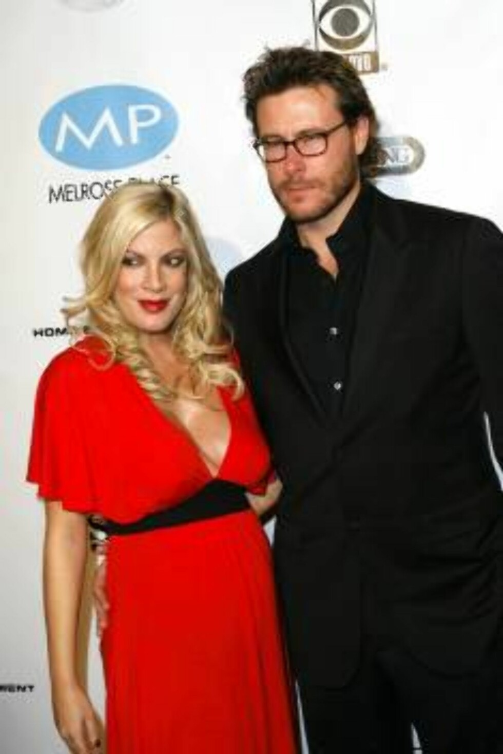BEVERLY HILLS 2006-11-03  Tori Spelling, Dean McDermott at the Beverly Hill's 90210 and Melrose Place DVD Launch Party held at Beverly Hilton Hotel.  Photo: Brian Lowe/jpistudios  Code: 4036  COPYRIGHT STELLA PICTURES Foto: STELLA PICTURES