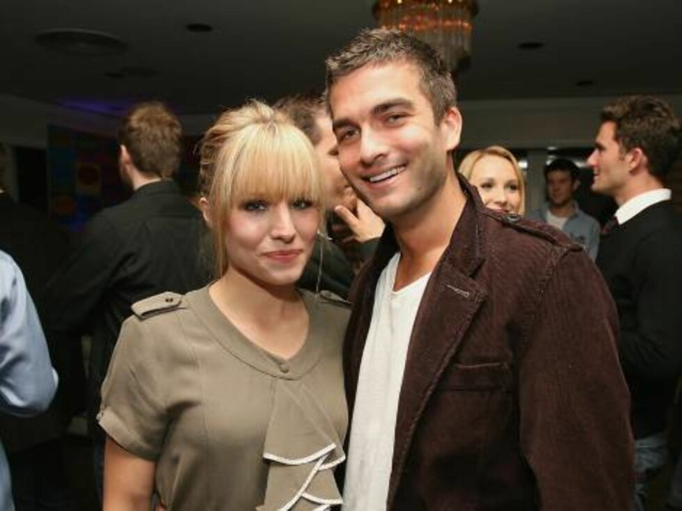 """LOS ANGELES, CA - NOVEMBER 03:  Actress Kristen Bell (L) and actor Charlie Koznick attend the """"Beverly Hills 90210 The Complete First Season"""" DVD party at the Beverly Hilton Hotel on November 3, 2006 in Beverly Hills, California.  (Photo by Michael Buckne Foto: All Over Press"""