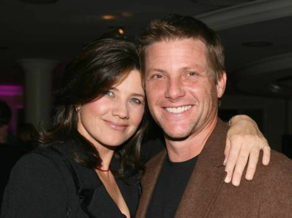 """LOS ANGELES, CA - NOVEMBER 03:  Actress Daphne Zuniga (L) and actor Doug Savant attend the """"Beverly Hills 90210 The Complete First Season"""" DVD party at the Beverly Hilton Hotel on November 3, 2006 in Beverly Hills, California.  (Photo by Michael Buckner/G Foto: All Over Press"""