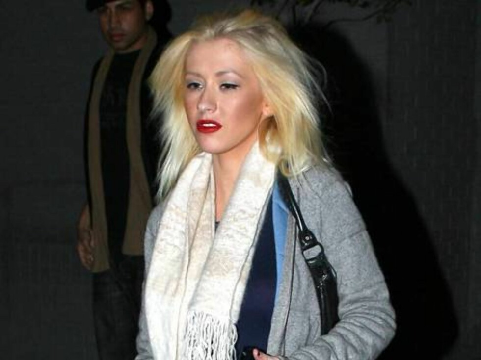 Christina Aguilera has a bad hair day as she leaves the recording studio in Hollywood saturday Nov 4, 2006 X17agency EXCLUSIVE Foto: All Over Press
