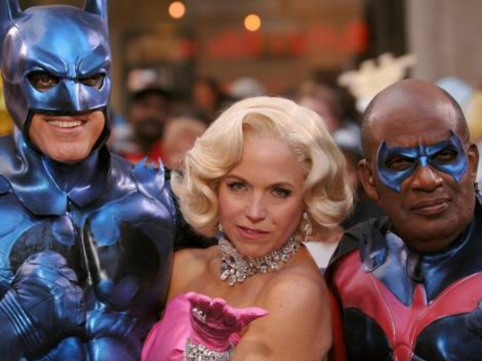 "Hosts Matt Lauer dressed as Batman (left), Katie Couric dressed as Marylin Monroe (center) and Al Roker dressed as Robin pose for pictures on the Plaza at Rockefeller Center during NBC's Today Show ""Halloween Extravaganza"" special in New York, on Monday O Foto: Stella Pictures"