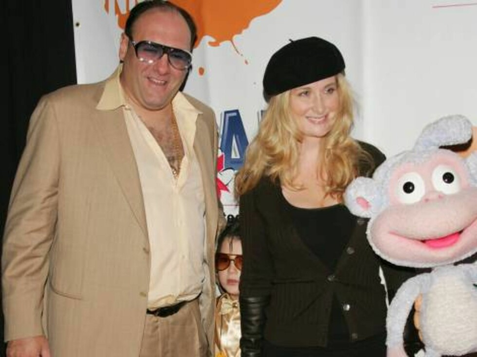 Oct 23, 2005 (New York)  James Gandolfini, Marcy Gandolfini and son, Michael at the 4th Dream Halloween Fundraiser to benefit the Children Affected by AIDS Foundation (CAAF) held at the Nokia Theatre.  Photo by BFH/XLNY, Inc.  Code 4025  COPYRIGHT STELLA Foto: Stella Pictures