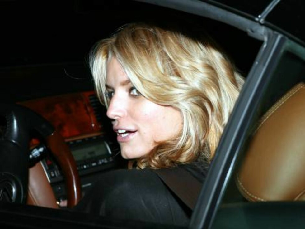 Jessica Simpson at Koi restaurant in West Hollywood still looking for a boyfriend Nov 3, 2006 X17agency exclusive Foto: All Over Press
