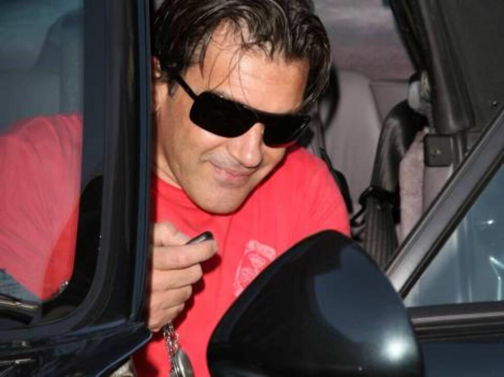 Antonio Banderas leaving MrChow in Beverly Hills Nov 6, 2006 X17agency exclusive Foto: All Over Press