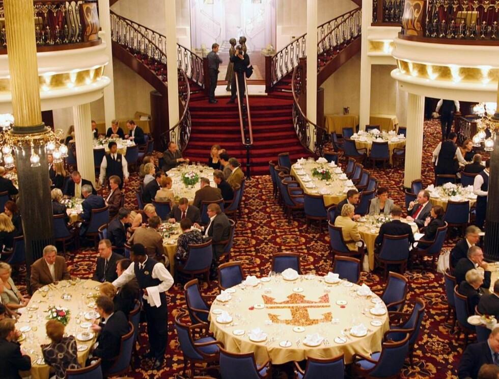 STASELIG SPISESAL: Middagen er en viktig del av cruiseferien. Foto: RCCL