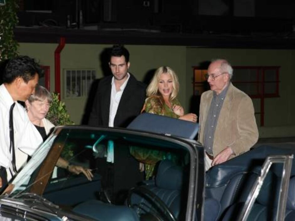 Jessica Simpson's ex Maroon 5's Adam Levine with girlfriend Rebecca at Pane and Vino restaurant in Hollywood introduces his girlfriend to his parents Nov 5, 2006 X17agency EXCLUSIVE Foto: All Over Press