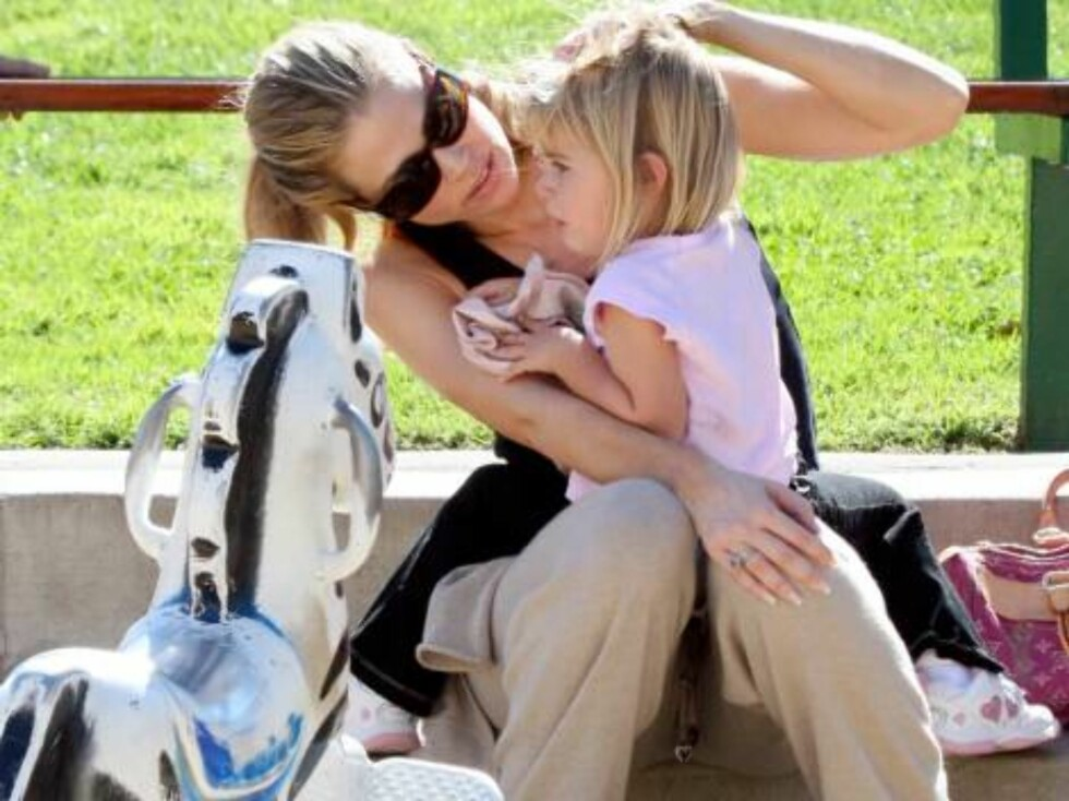 Denise Richards takes her kids Sam and Loal to the park in Malibu nov 5, 2006 X17agency exclusive Foto: All Over Press