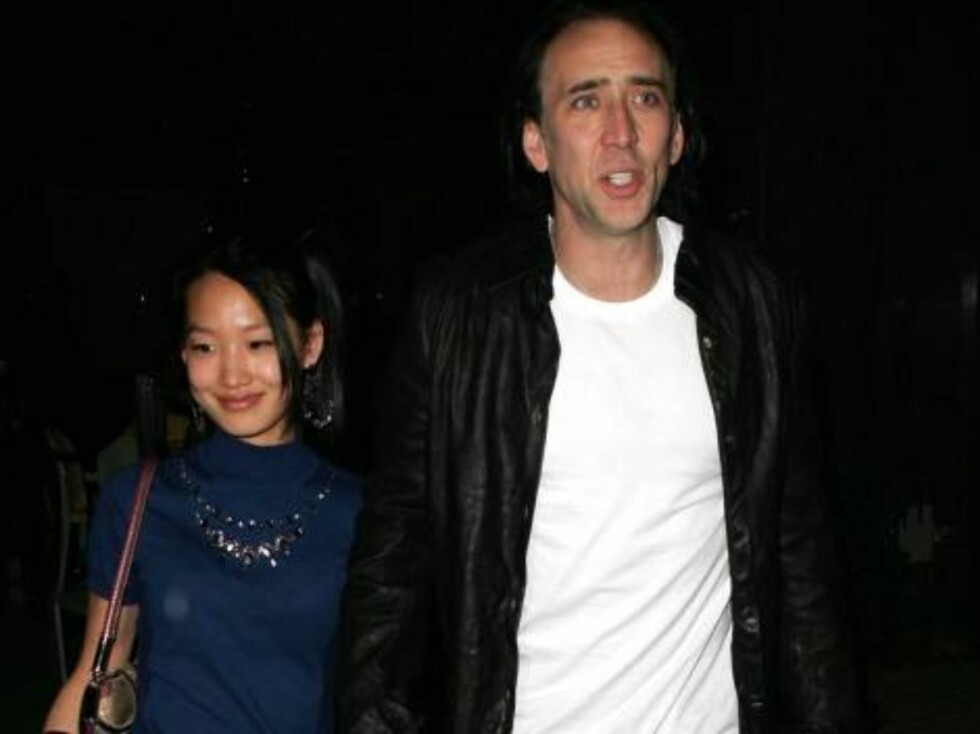 Nicolas Cage with wife Alice Kim in Brentwood reataurant Katsuya nov 06 2006 X17agency EXCLUSIVE Foto: All Over Press