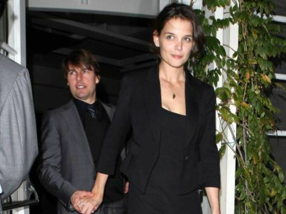 All black men: Tom Cruise and Katie Holmes at the Beverly Hills steakhouse Cut nov 6, 2006 X17agency EXCLUSIVE Foto: All Over Press