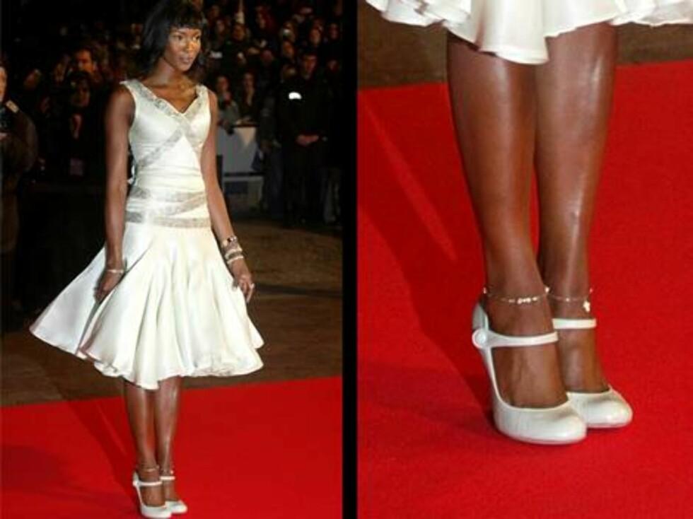 NAOMI CAMPBELL: Den skandaleomsuste supermodellen suser nedover catwalken med 44 i sko. Foto: AP/Scanpix