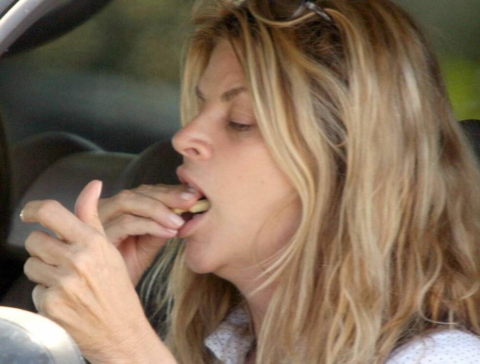 MATGLAD: Skuespillerinnen har et nært forhold til mat. Nå satser hun heller på et sunt og godt forhold til det. Foto: All Over Press