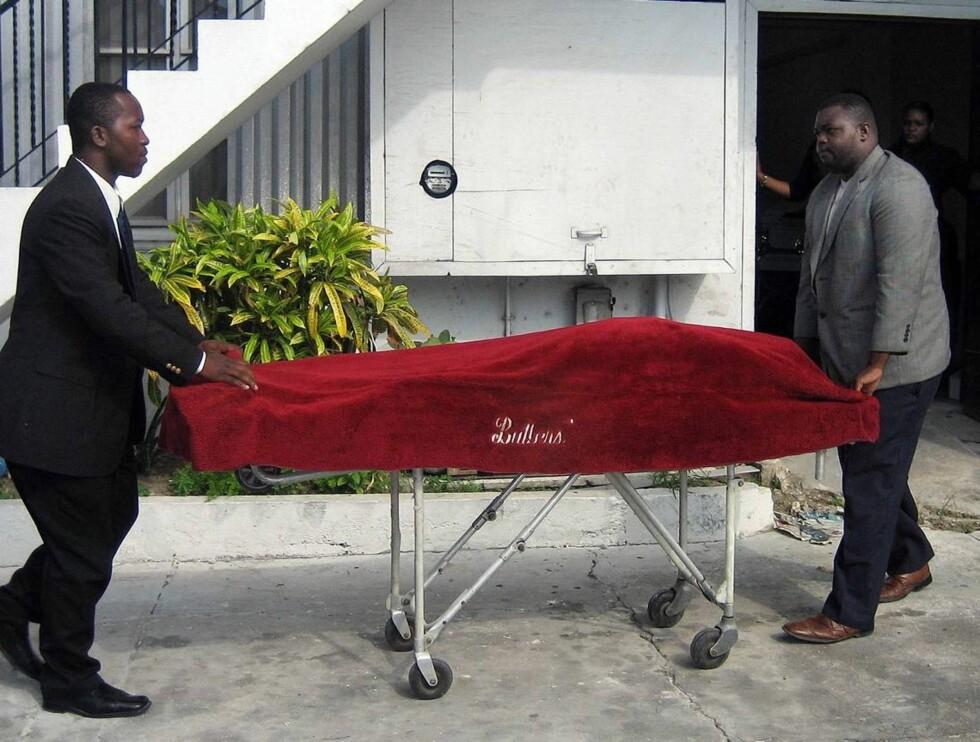 GRAVES OPP: Anna Nicole vil nå få sønnens lik gravd opp, så hun kan begrave ham på sitt nye hjemsted. Foto: AP