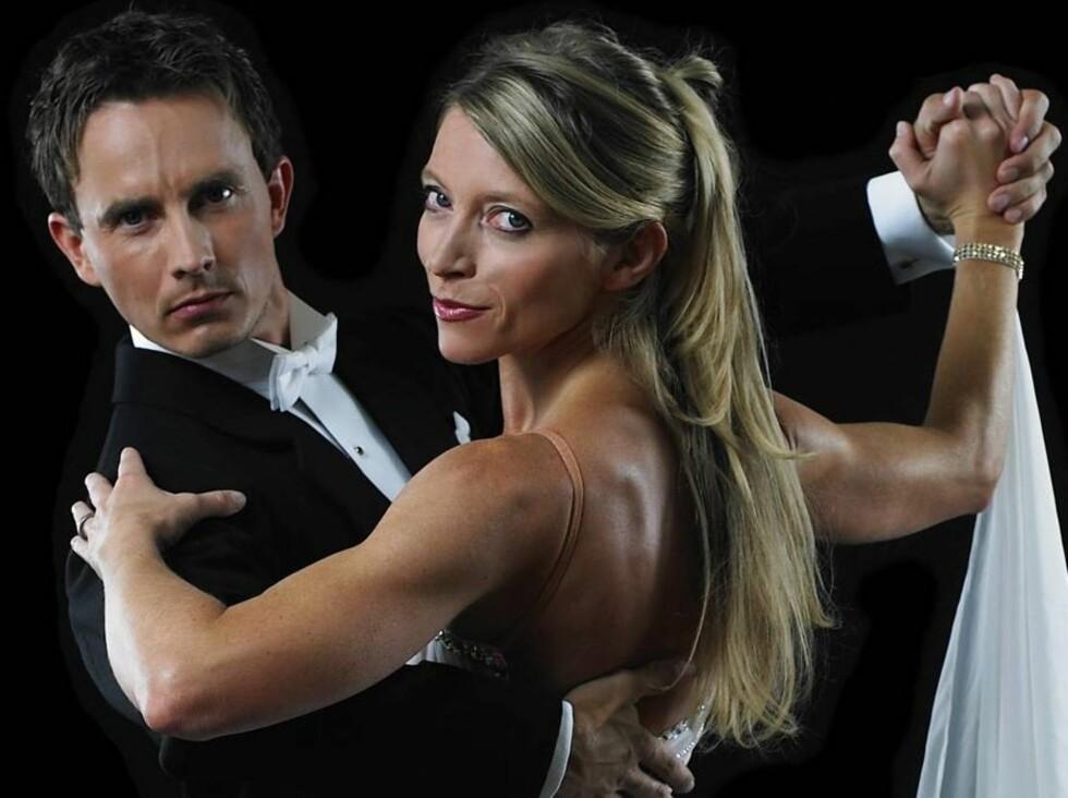 DYRISK PÅ DANSEGULVET: Trude Mostue og Tom Arild Hansen danset en smidig quick step, men uten at det hjalp... Foto: Oslo