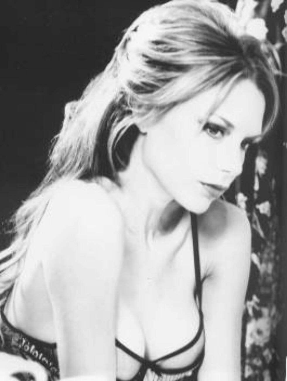 "Bilder av Victoria Beckham i boka ""The extra half inch"" Foto: Faksimile fra boka"