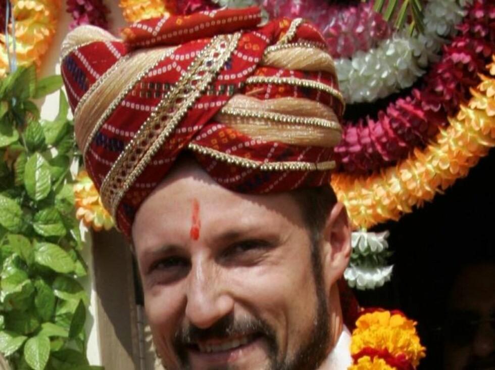 KONGEN AV INDIA: Haakon ser ut som en maharaja med turban og kastemerke. Foto: SCANPIX