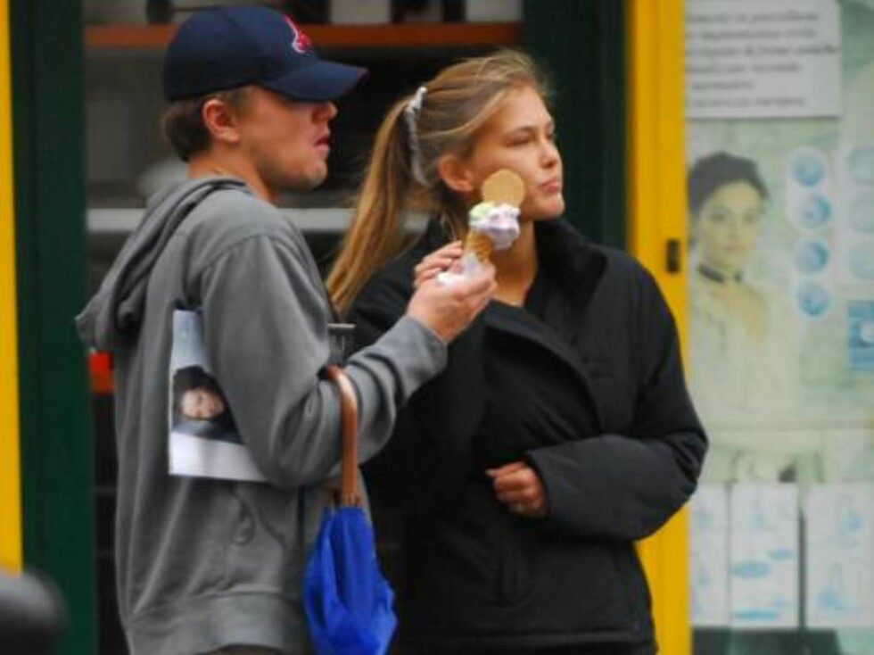 EXCLUSIVE. Leonardo DiCaprio and his girlfriend Bar Refaeli in Milan, september 25, 2006.  Photo: DR Code: 4022/23189  COPYRIGHT STELLA PICTURES Foto: Stella Pictures