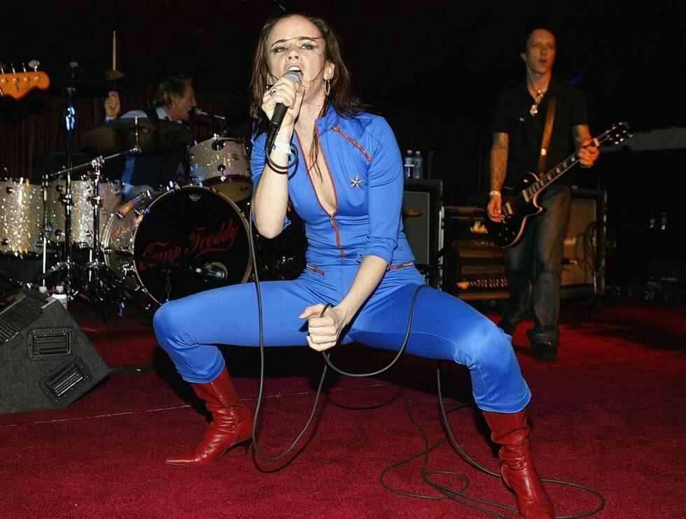 ROCK: Juliette spiller bredbent rock i energiske The Licks.  Foto: All Over Press