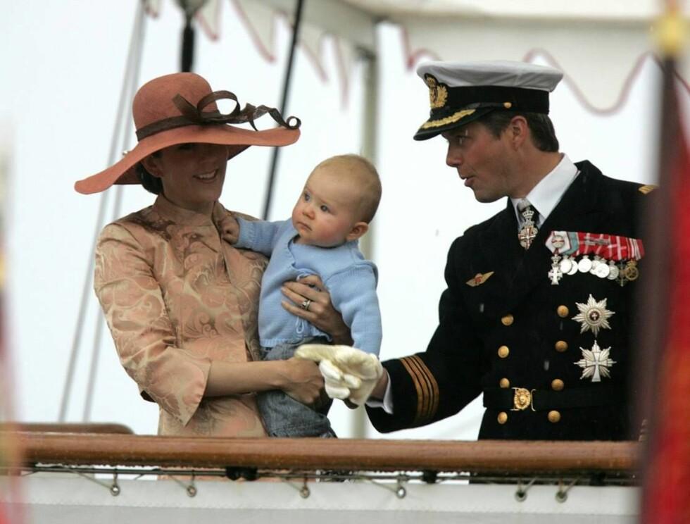 NÅ BLIR DE FIRE: Frederik og Mary ser frem til å gi prins Christian en bror eller søster. Foto: AP