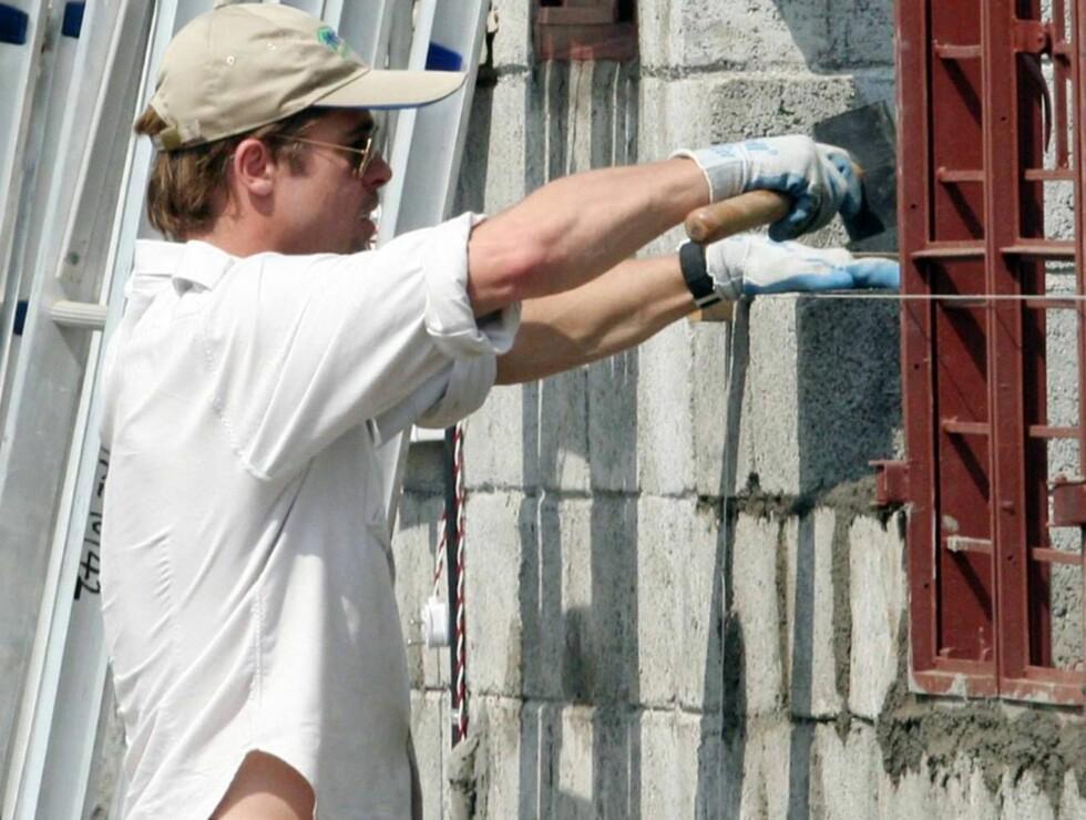MURER I VEI: Byggmester Brad er ikke redd for å ta i et tak. Foto: All Over Press